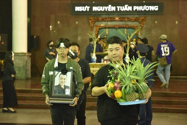 Bố NSƯT Tuấn Phương khóc nghẹn trong tang lễ con trai - 15