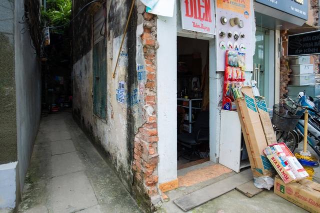 """Cuộc sống đối nghịch trong căn nhà """"siêu nhỏ"""" 7,5 m2 giá 3 tỷ đồng ở Hà Nội - 1"""