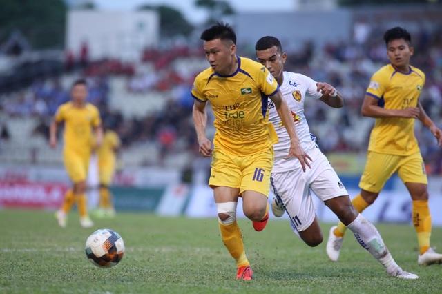 Phan Văn Đức kiến tạo, SL Nghệ An thắng đậm CLB Quảng Nam - 1