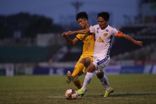Phan Văn Đức kiến tạo, SL Nghệ An thắng đậm CLB Quảng Nam - 3