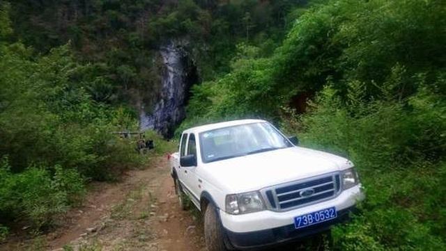 Dùng xe công đưa vợ con đi du lịch, giám đốc trung tâm VHTT bị khiển trách - 1