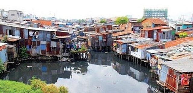 Phát triển đô thị TPHCM: Vẫn khó di dời nhà ven kênh rạch - 1