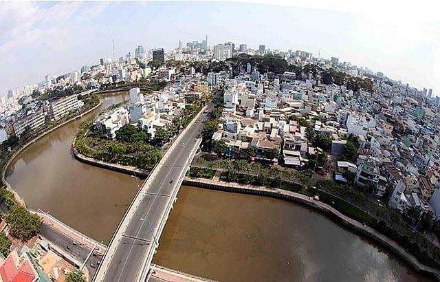 Phát triển đô thị TPHCM: Vẫn khó di dời nhà ven kênh rạch - 2