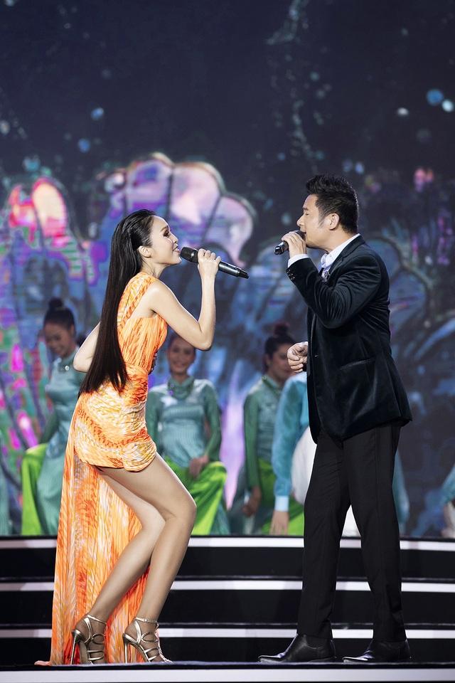 """Hoàng Nhật Nam lí giải """"sự lạ"""" của phần trình diễn áo dài trong đêm Bán kết - 10"""