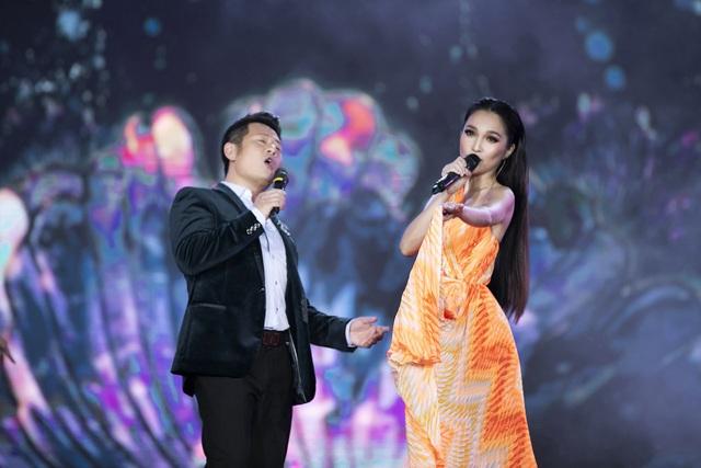 """Hoàng Nhật Nam lí giải """"sự lạ"""" của phần trình diễn áo dài trong đêm Bán kết - 11"""