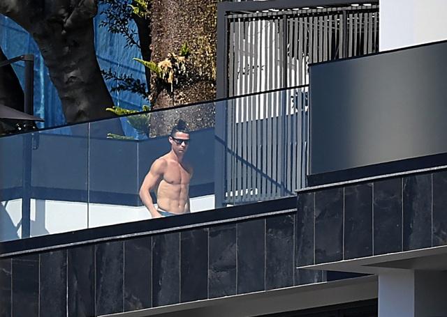 C.Ronaldo gặp rắc rối vì nhà riêng bị trộm đột nhập - 4