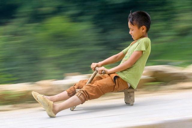 """Thót tim xem màn """"đua xe"""" tự chế của trẻ em vùng cao ở Sa Pa - 1"""