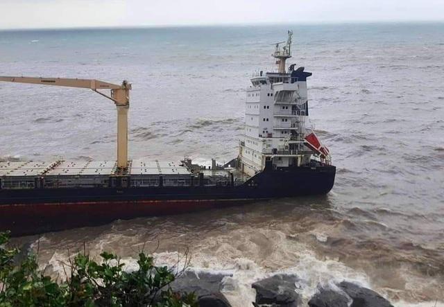Tàu hàng lớn không người mắc cạn tại bờ biển - 2