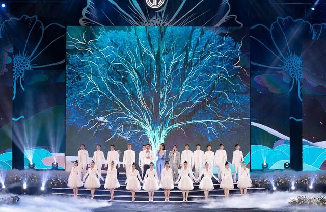 """Hoàng Nhật Nam lí giải """"sự lạ"""" của phần trình diễn áo dài trong đêm Bán kết - 1"""