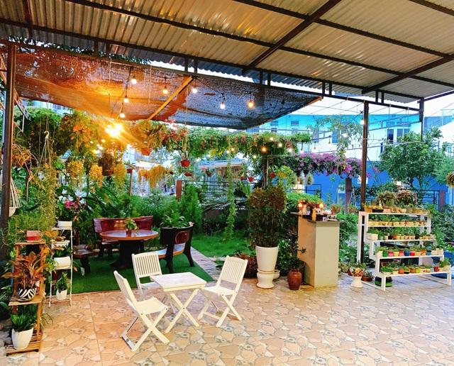 Khu vườn 63m2 với hơn 30 loài hoa đua nhau khoe sắc của mẹ đảm ở Quảng Ngãi - 1