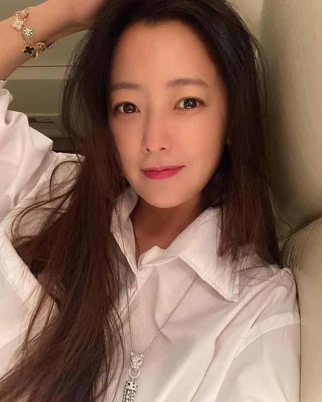 """Ngưỡng mộ nhan sắc """"không tuổi"""" của Kim Hee Sun ở tuổi 43 - 18"""