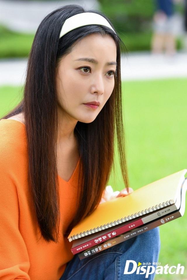 """Ngưỡng mộ nhan sắc """"không tuổi"""" của Kim Hee Sun ở tuổi 43 - 1"""