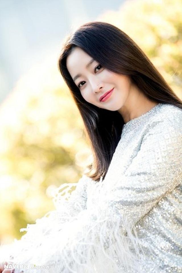"""Ngưỡng mộ nhan sắc """"không tuổi"""" của Kim Hee Sun ở tuổi 43 - 16"""