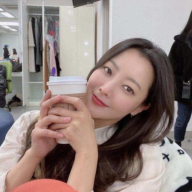 """Ngưỡng mộ nhan sắc """"không tuổi"""" của Kim Hee Sun ở tuổi 43 - 15"""