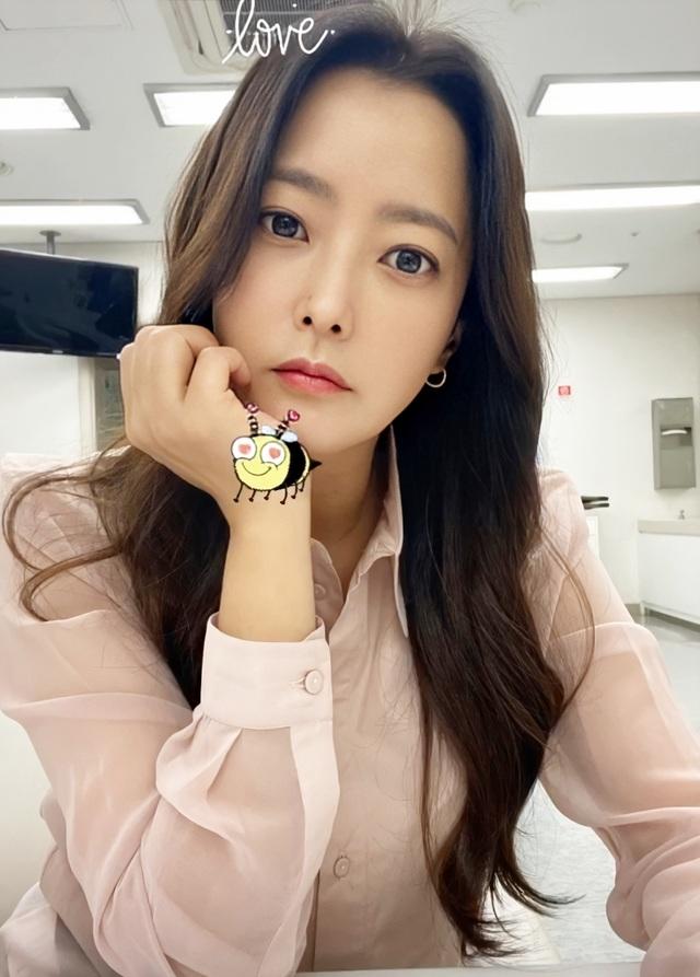 """Ngưỡng mộ nhan sắc """"không tuổi"""" của Kim Hee Sun ở tuổi 43 - 13"""