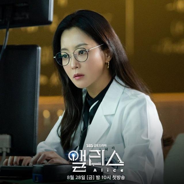 """Ngưỡng mộ nhan sắc """"không tuổi"""" của Kim Hee Sun ở tuổi 43 - 2"""