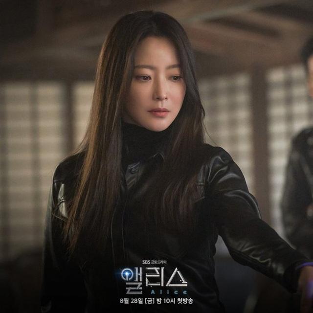 """Ngưỡng mộ nhan sắc """"không tuổi"""" của Kim Hee Sun ở tuổi 43 - 4"""