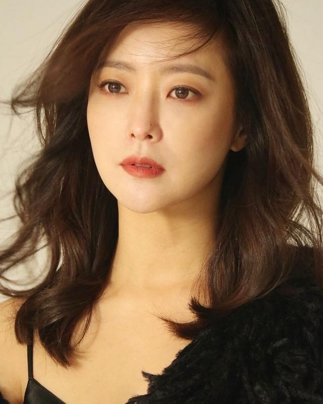 """Ngưỡng mộ nhan sắc """"không tuổi"""" của Kim Hee Sun ở tuổi 43 - 12"""
