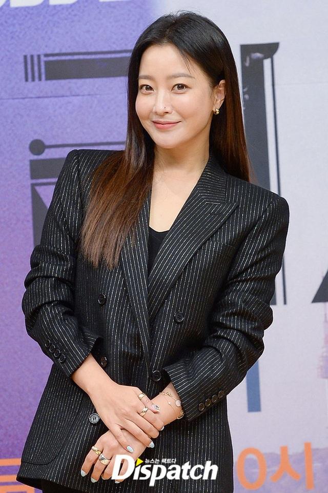 """Ngưỡng mộ nhan sắc """"không tuổi"""" của Kim Hee Sun ở tuổi 43 - 7"""