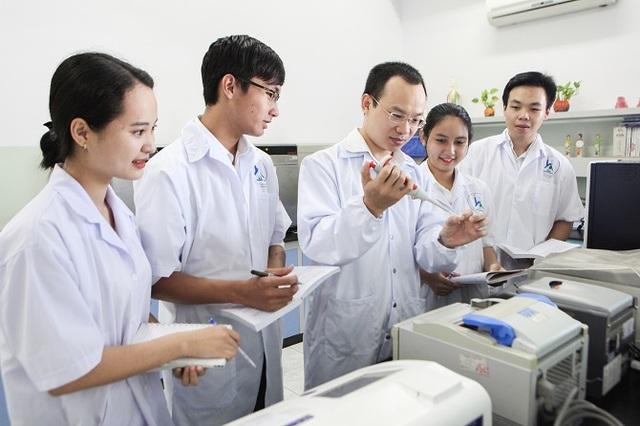 Ứng viên giải Nobel Vật lý người Nhật sẽ đến làm việc tại ĐH Tôn Đức Thắng - 1