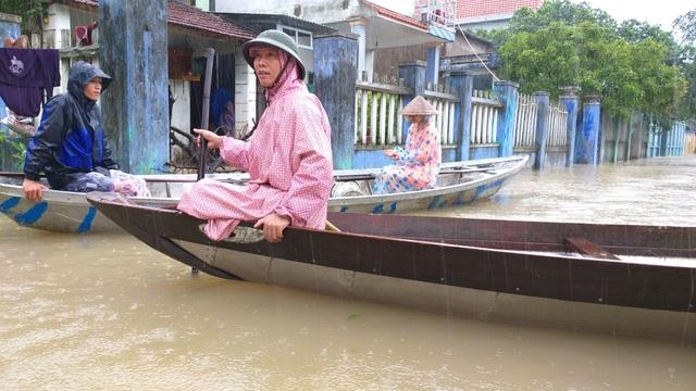 Đà Nẵng: Nhiều nơi vẫn ngập nặng, đã di dời hơn 2.500 người dân - 14