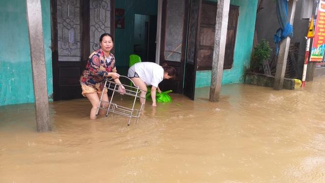 Đà Nẵng: Nhiều nơi vẫn ngập nặng, đã di dời hơn 2.500 người dân - 4