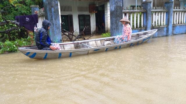 Đà Nẵng: Nhiều nơi vẫn ngập nặng, đã di dời hơn 2.500 người dân - 13