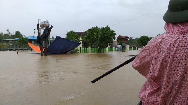 Đà Nẵng: Nhiều nơi vẫn ngập nặng, đã di dời hơn 2.500 người dân - 10
