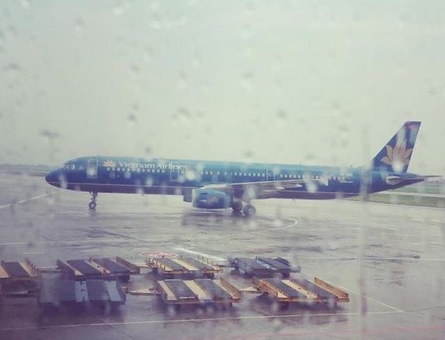 """Hủy chuyến hàng loạt, """"đóng cửa"""" 3 sân bay vì bão số 6 - 1"""