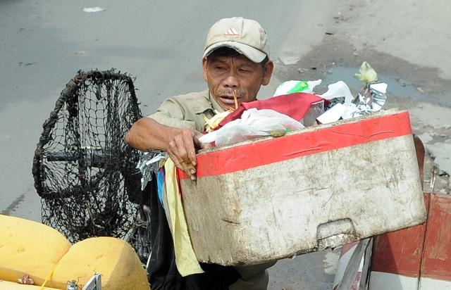 Người thương binh mỗi ngày vớt hàng trăm kg rác giải cứu dòng kênh - 4