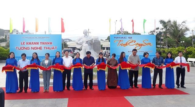 Khánh thành tượng Trịnh Công Sơn bên bờ biển Quy Nhơn - 2