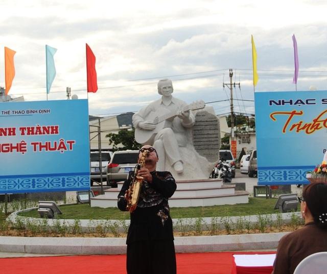 Khánh thành tượng Trịnh Công Sơn bên bờ biển Quy Nhơn - 5