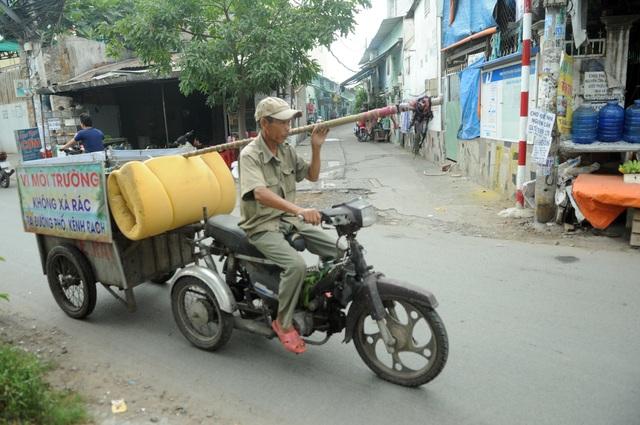 Người thương binh mỗi ngày vớt hàng trăm kg rác giải cứu dòng kênh - 7
