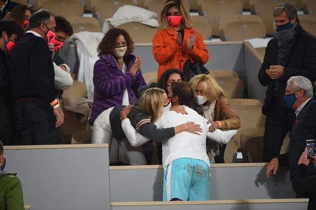 Những khoảnh khắc Nadal đánh bại Djokovic, lập chuỗi kỷ lục mới - 14
