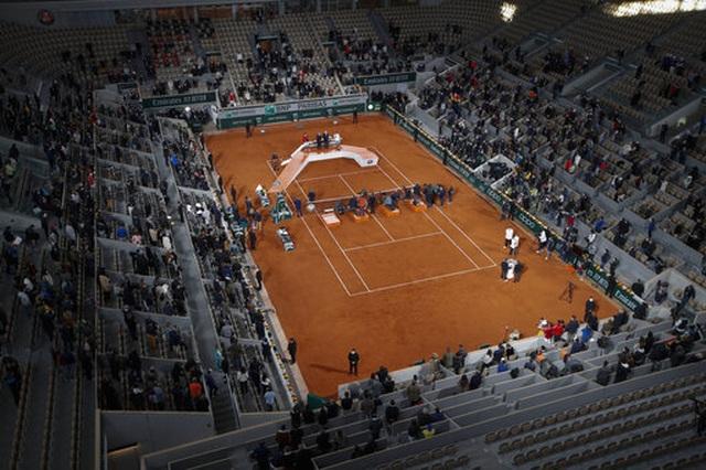 Những khoảnh khắc Nadal đánh bại Djokovic, lập chuỗi kỷ lục mới - 16