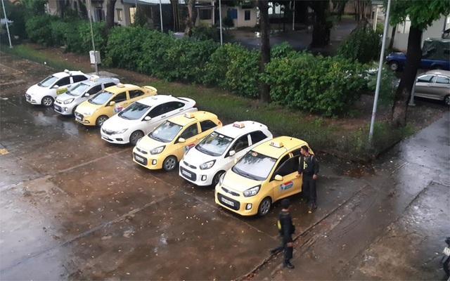 Bắt nhóm tài xế taxi hỗn chiến trước cổng bệnh viện - 3