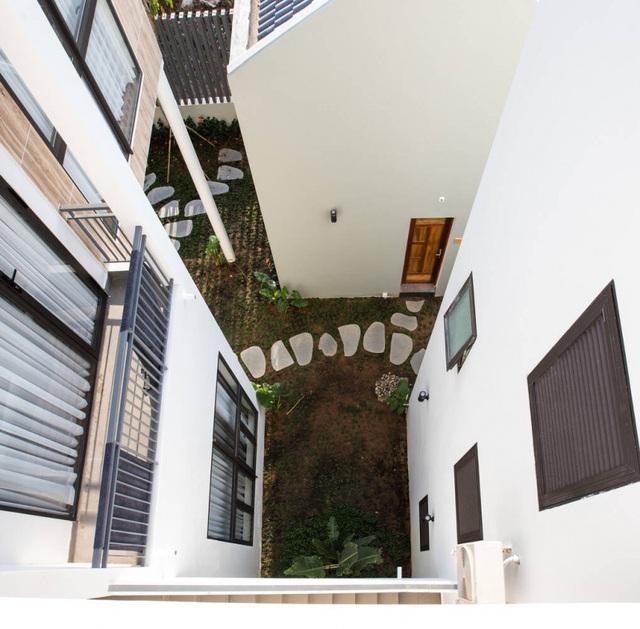 """Vợ chồng ở Phú Quốc xây tường """"khổng lồ"""" tránh nắng cho biệt thự """"khủng"""" - 8"""