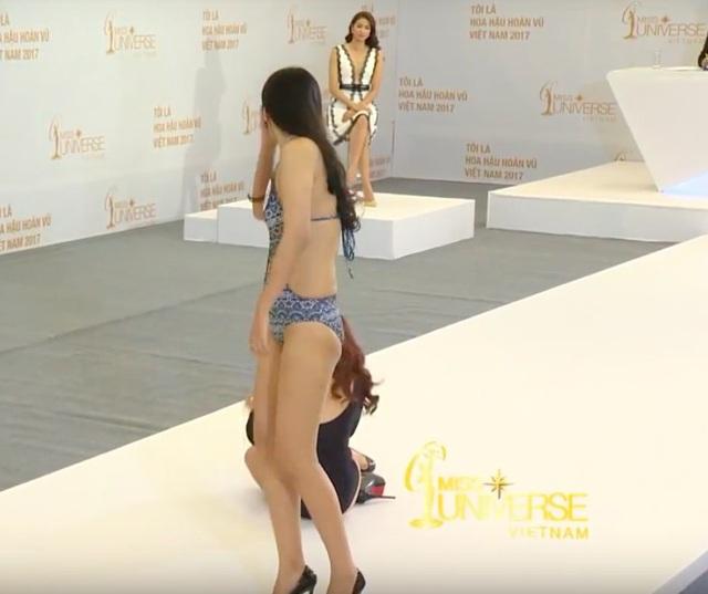 Những pha ngã nhào, loạng choạng trên sân khấu của thí sinh Hoa hậu - 9