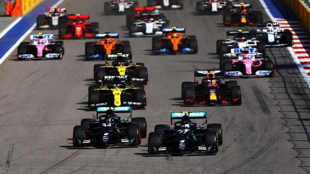 Viên ngọc đen Lewis Hamilton san bằng kỷ lục của huyền thoại Schumacher - 4