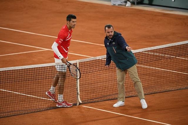 Những khoảnh khắc Nadal đánh bại Djokovic, lập chuỗi kỷ lục mới - 9