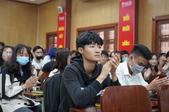 Khoa Địa lý mời cựu sinh viên, doanh nghiệp nói chuyện với tân sinh viên - 3