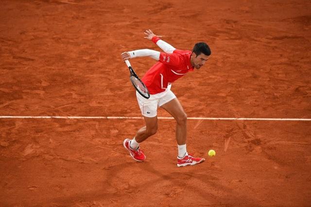 Những khoảnh khắc Nadal đánh bại Djokovic, lập chuỗi kỷ lục mới - 2