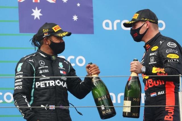 Viên ngọc đen Lewis Hamilton san bằng kỷ lục của huyền thoại Schumacher - 11