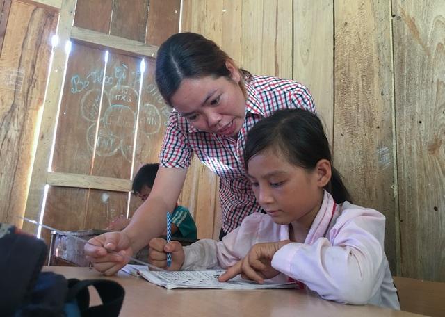 Lớp học xuống cấp, mỗi trận mưa to cả trăm em học sinh bỏ chạy lánh nạn - 5