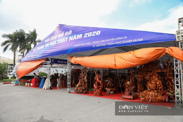 Ngỡ ngàng khúc gỗ được rao bán 10 tỷ đồng tại hội chợ ở Hà Nội - 1