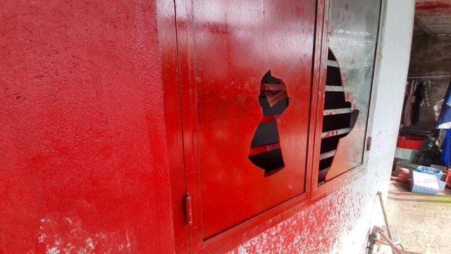 Nhóm côn đồ đến nhà người đàn ông đã chết tạt sơn để đòi nợ - 7