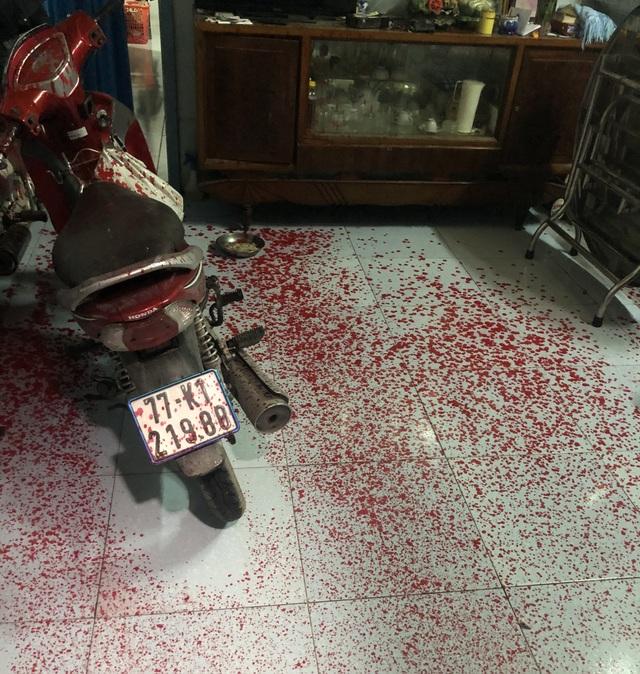 Nhóm côn đồ đến nhà người đàn ông đã chết tạt sơn để đòi nợ - 5