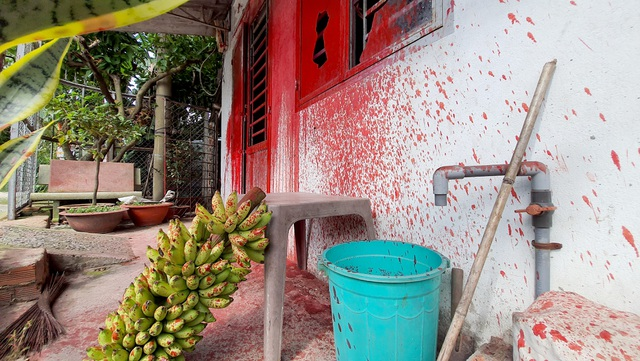Nhóm côn đồ đến nhà người đàn ông đã chết tạt sơn để đòi nợ - 8