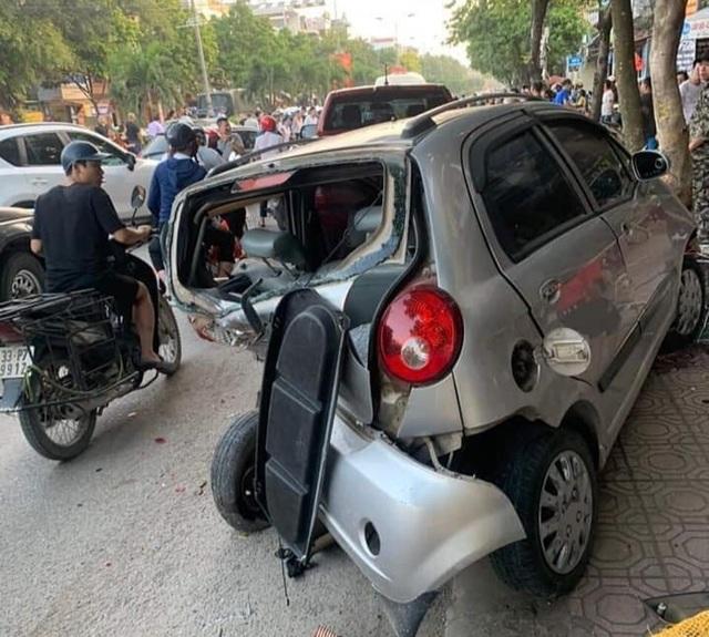 Hà Nội: Thanh niên 18 tuổi say rượu lái ô tô gây tai nạn liên hoàn - 4