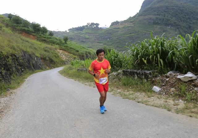 Ông Đoàn Ngọc Hải tiếp tục giành thêm huy chương ở giải marathon - 2